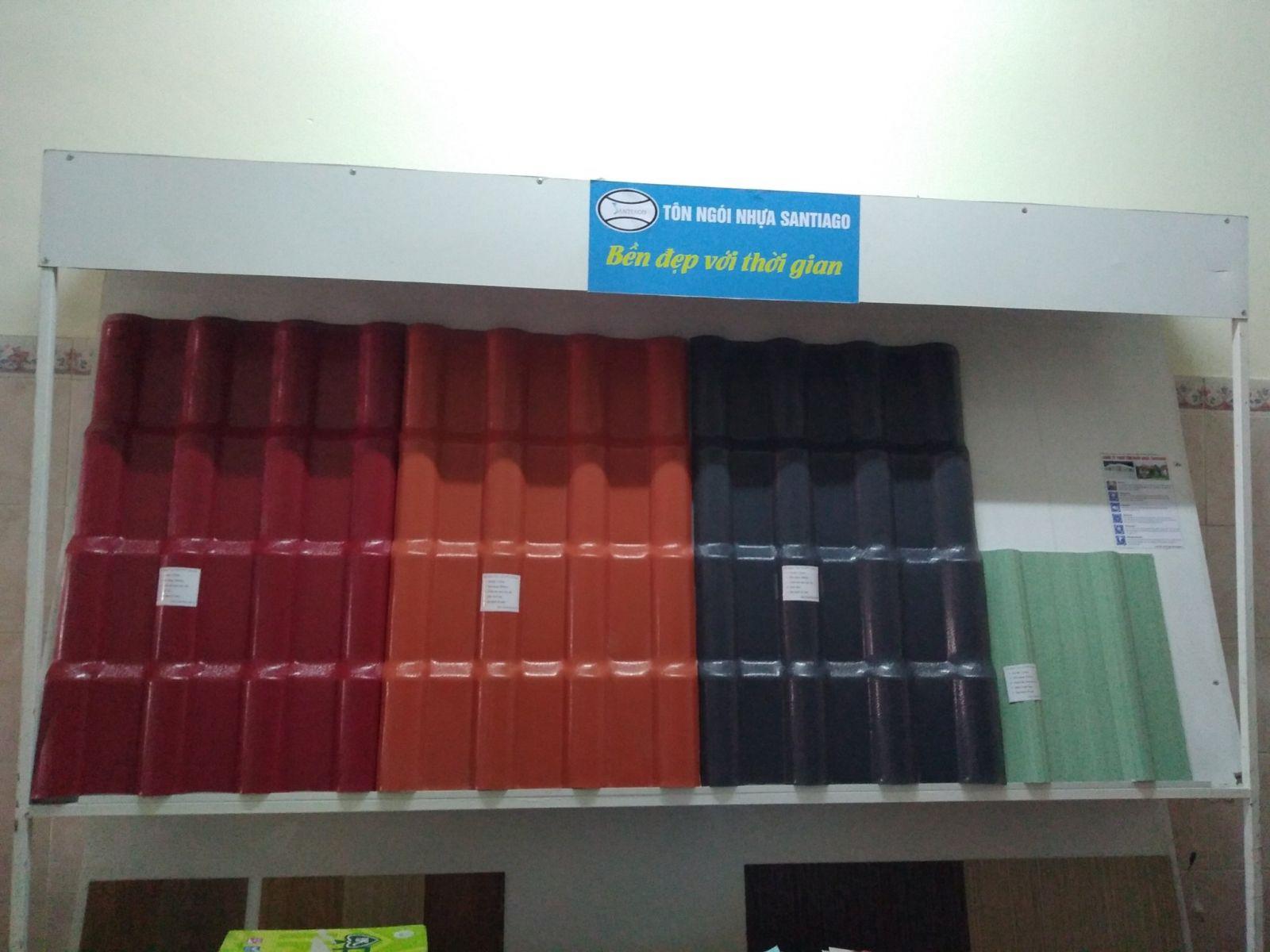 trưng bày tôn nhựa ngói nhựa tại công ty quang army